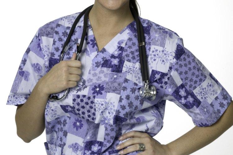 Puedes obtener el grado de asociado de enfermería y continuar para obtener el grado de licenciatura.
