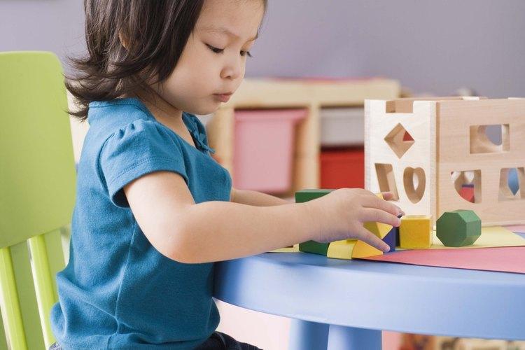 Jugar con juguetes ofrece una oportunidad para aprender inglés.