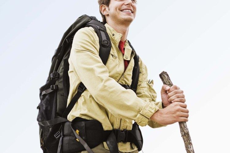 El senderismo ejercita el cuerpo y el espíritu en exterior.