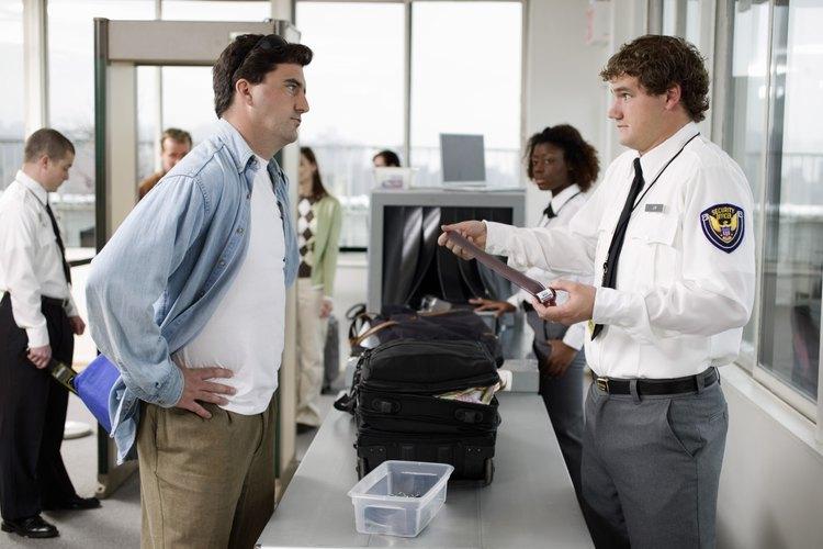 Los agentes de aduanas pueden inspeccionar el equipaje en los puertos de entrada.