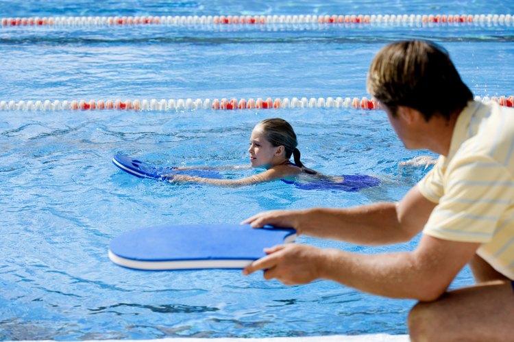 Las bacterias prosperan en áreas húmedas, así que elige el lugar de natación de tu hijo con cuidado.