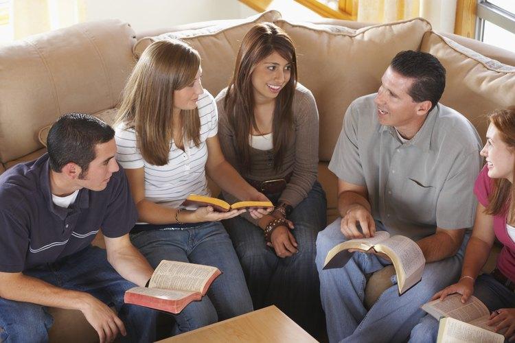 Las actividades en las conferencias le da a las personas la oportunidad de tener comunión con otros cristianos.