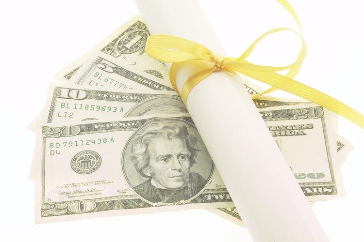 Un título universitario puede significar más en las ganancias anuales.