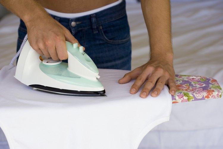 Ten mucho cuidado al planchar tus prendas de poliéster.