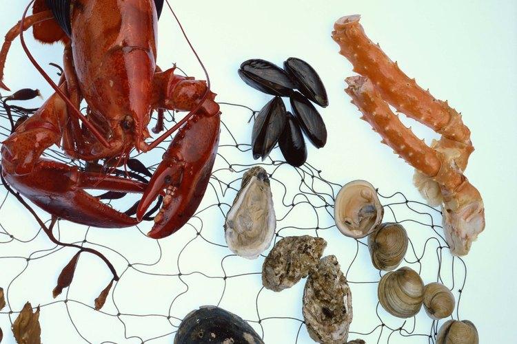 Hacer mariscos al vapor, como cangrejo rey y ostras, mantiene la carne tierna.