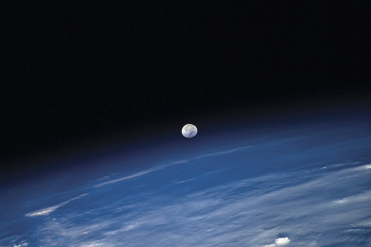 Aunque la Tierra tiene una sola Luna, otros planetas tienen muchas más.