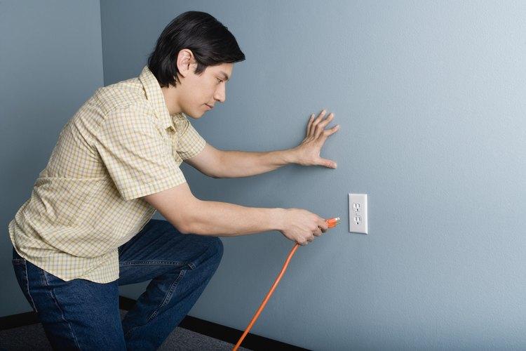 Los cables de extensión transfieren electricidad de una fuente a otra.