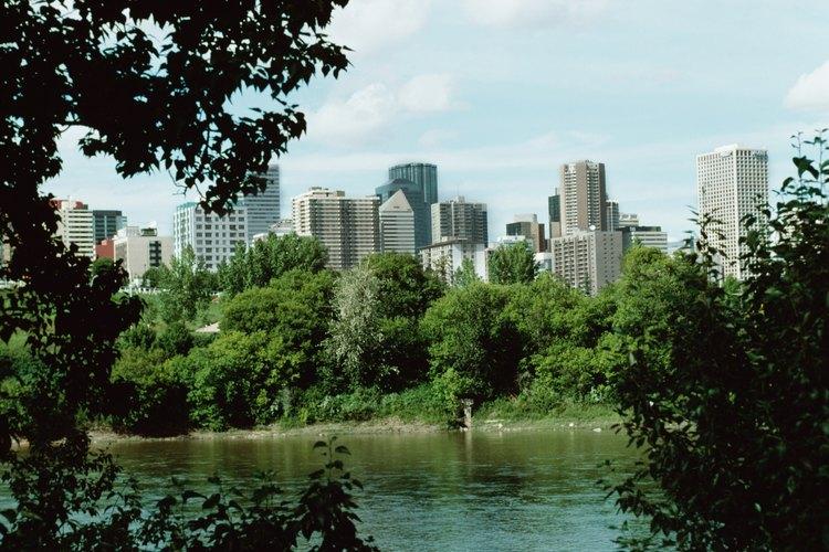 Muchos discuten que la expansión urbana disminuye los centros de las ciudades.