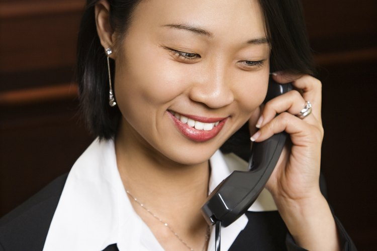 Las mejores recepcionistas tienen excelentes habilidades de comunicación.