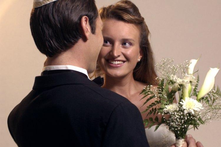 Antes del matrimonio, las muchachas jóvenes no tienen que cubrirse el cabello.