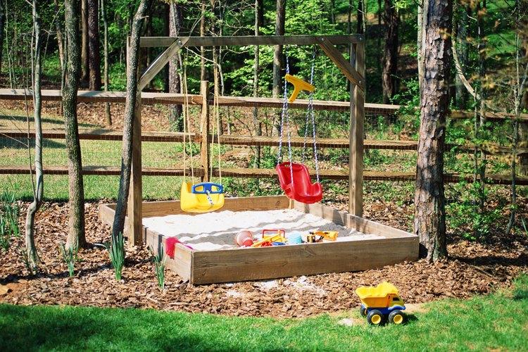 Un arenero es un buen área de juego para niños de todas las edades.