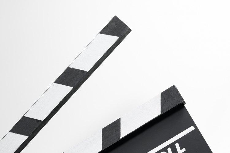 Otorga el crédito al talento involucrado en la realización de una película cuando tengas qué citarla.