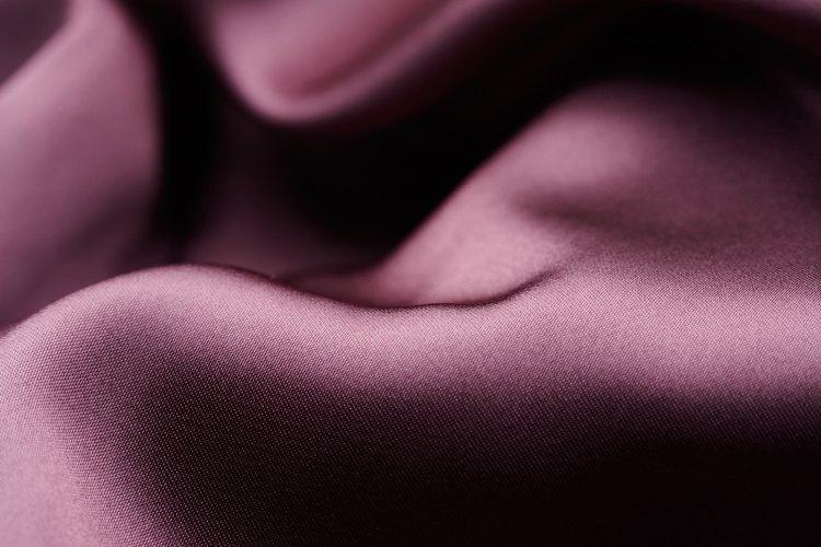 Color púrpura sedoso.