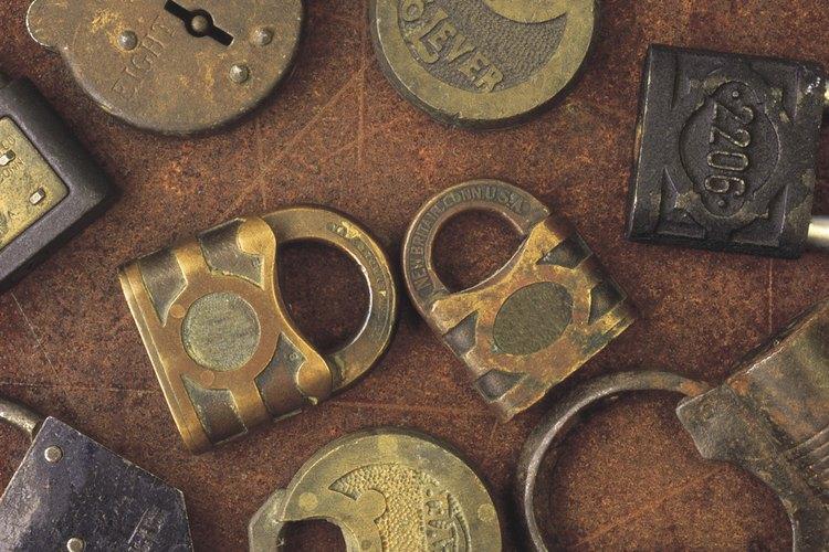 Un candado oxidado se puede rescatar con un poco de lubricante.