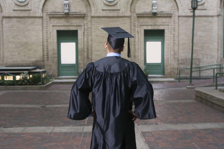 Puede que los padres necesiten ayudar a su hijo a solicitar préstamos estudiantiles.