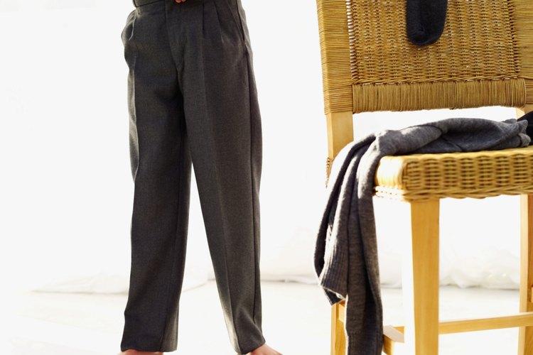 Algunas reglas de la moda se aplican respecto de meter la camisa dentro del pantalón.