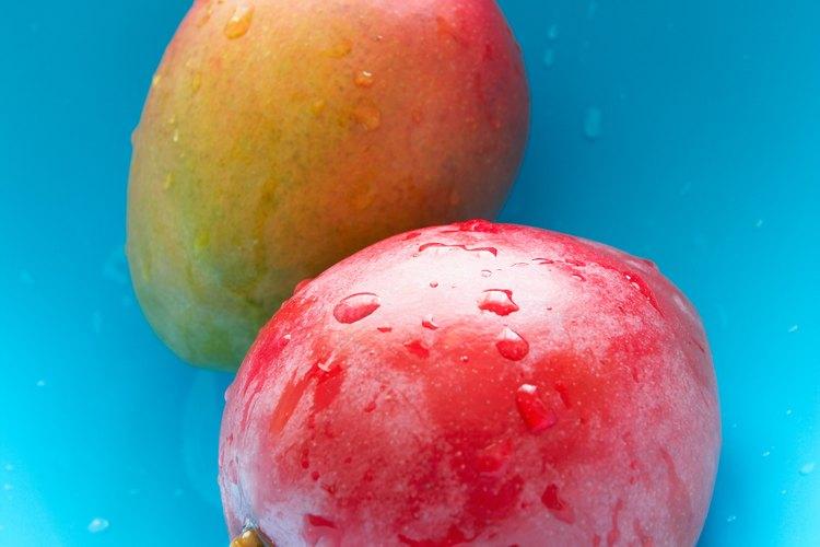 El mango es una fruta dulce tropical.