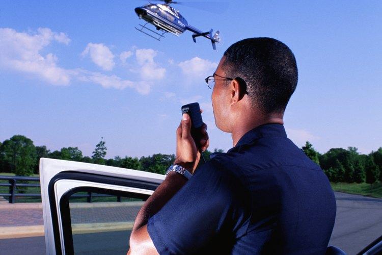 No a todos los policías se les paga dinero por sus servicios.