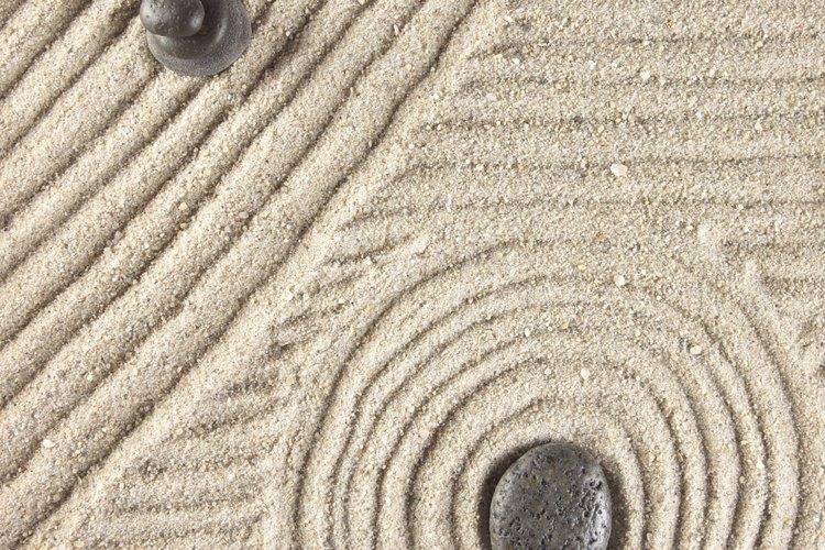 Piedras y arena.