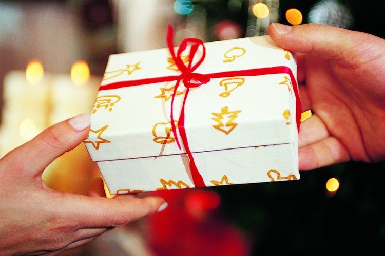 Si no quieres cocinar o hacer una fiesta como regalo, hay otros regalos creativos personalizados para dar.