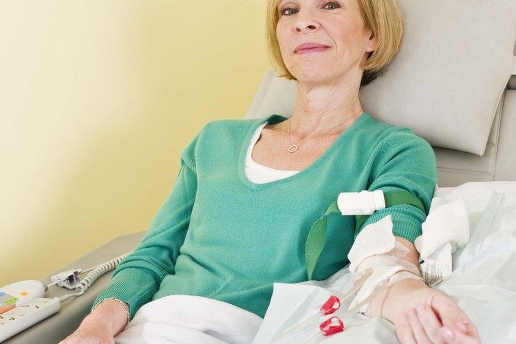 Las enfermeras de hemodiálisis pueden ejercer en clínicas de diálisis, en hospitales o en consultorios médicos.
