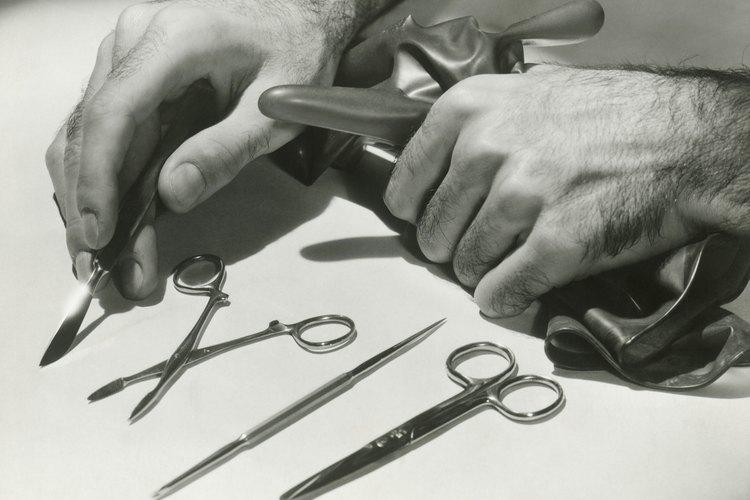 Se necesitan instrumentos de corte para hacer un buen recorte de orejas.