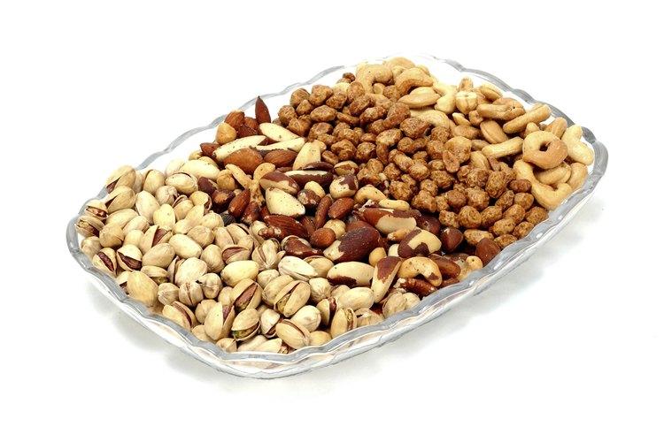 Las nueces son una buena elección para un bocadillo saludable y que llena en la media noche.