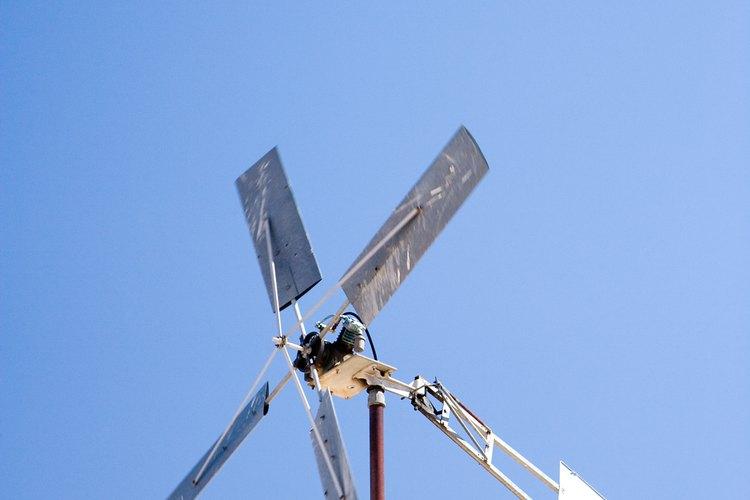 Algunos anemómetros rotatorios se asemejan a los molinos de viento.
