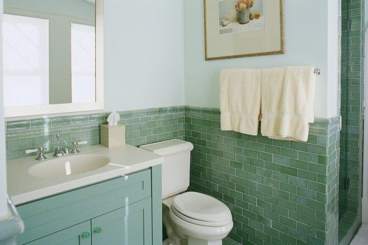 Los toalleros complementan la decoración del baño.