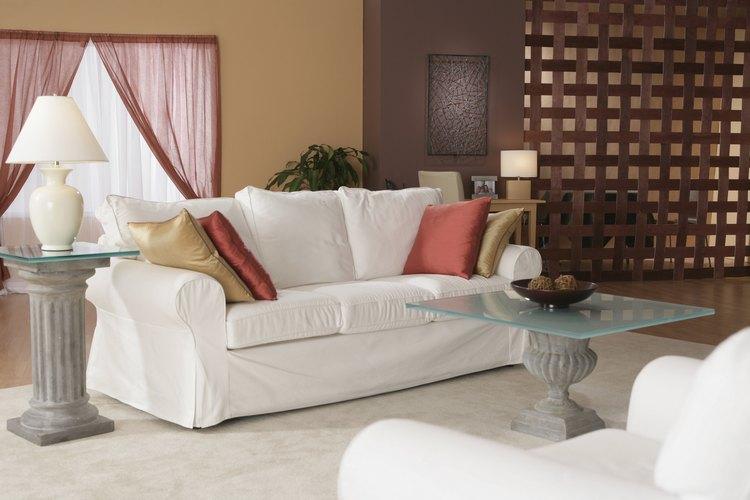 Dale a tu sofá una nueva vida retapizándolo.