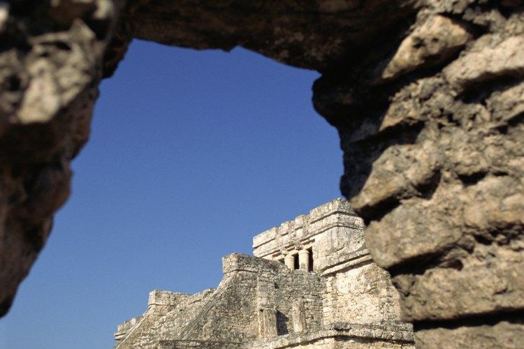 Las comunidades prehispánicas en el territorio mexicano realizaban actividades físicas individuales y en equipo.