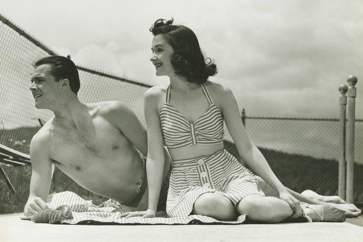 Los trajes de baño estilo retro ofrecen una buena cobertura a un abdomen protuberante.