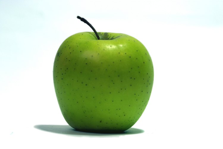 Una manzana puede ser usada para demostrar las capas de la tierra.