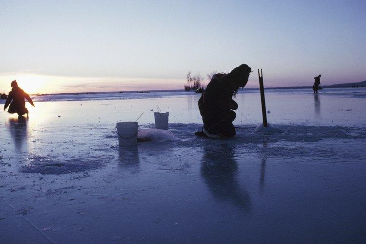 Siente la emoción de pescar en el frío.
