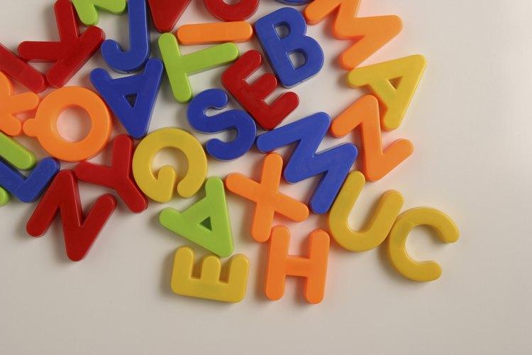 Aprender los sonidos consonantes es parte de la enseñanza de fonética del jardín de infantes.