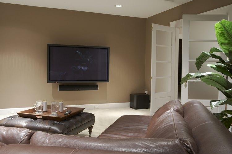Decora la pared alrededor de tu nuevo televisor de plasma.