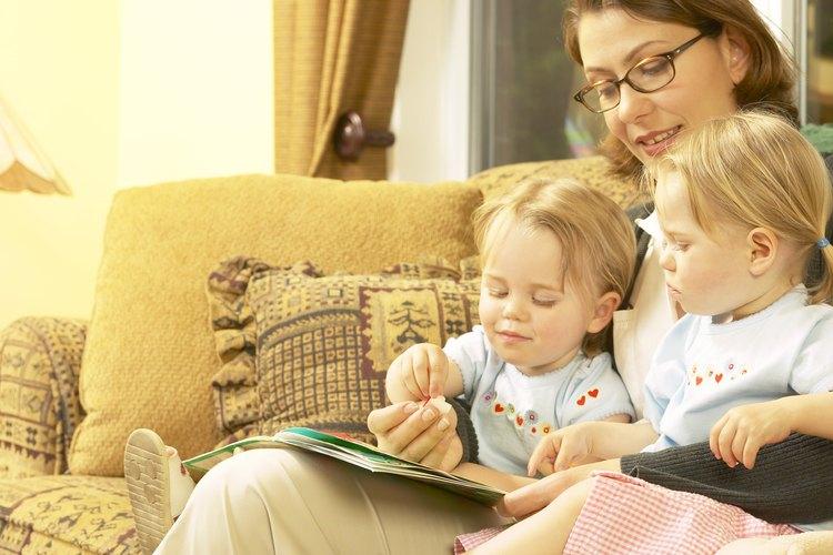 Pasar ratos agradables con tus niños pequeños adoptados es parte del proceso de vinculación afectiva.