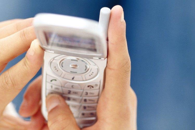 Enviarle a un amigo un mensaje de texto con un saludo amistoso, que puede servir para alegrar su día.