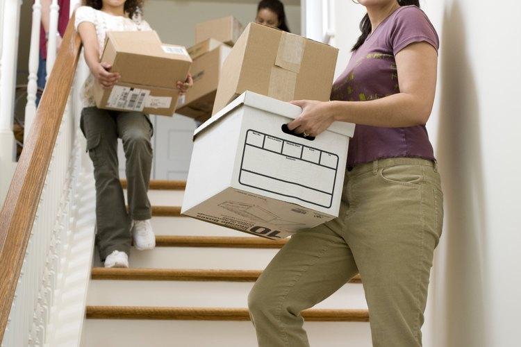 Prepara a tu familia para una mudanza embalando de manera anticipada y organizada.