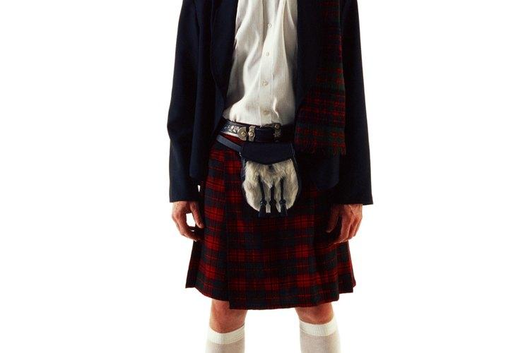 Originarias de Escocia, las faldas escocesas son faldas plisadas para hombres.