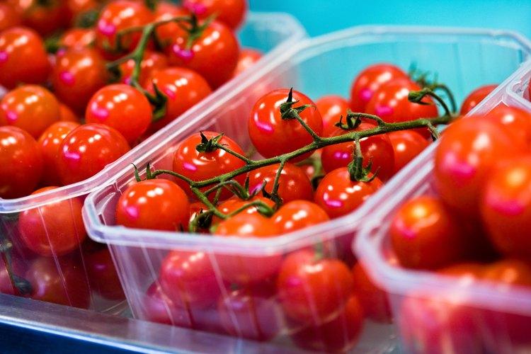 Puedes plantar una gran cantidad de tomates híbridos o autóctonos.