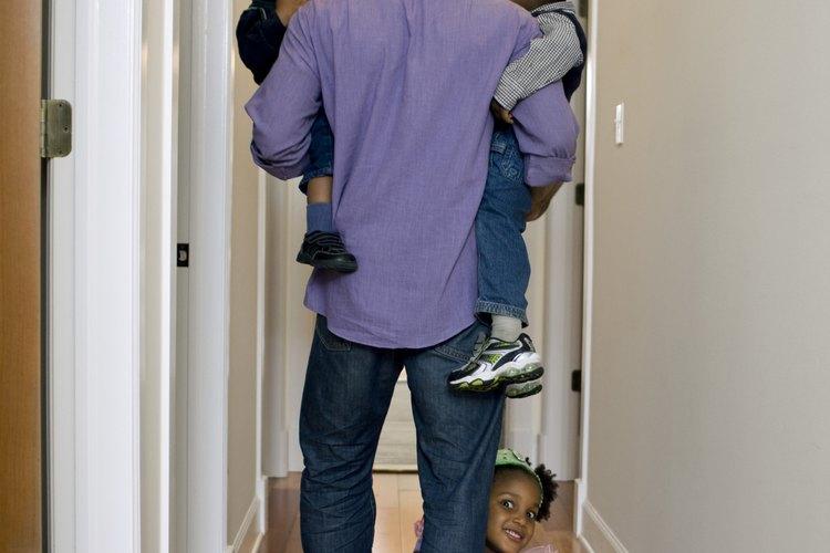 Las sutiles diferencias en que son tratados los niños pueden alterar su personalidad.