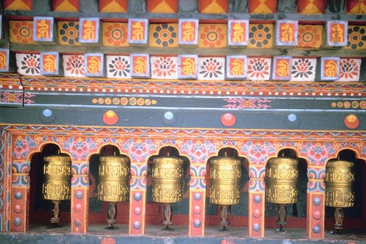 Las ruedas de oración comúnmente se giran en los templos.