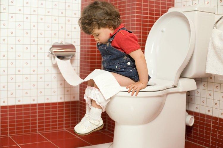 Los niños deben ser capaces de permanecer sentados el tiempo suficiente para usar el baño, antes de que puedan realizar el entrenamiento del control de esfínteres.