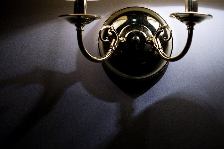 Un nuevo dispositivo de iluminación puede rejuvenecer la decoración de una habitación.