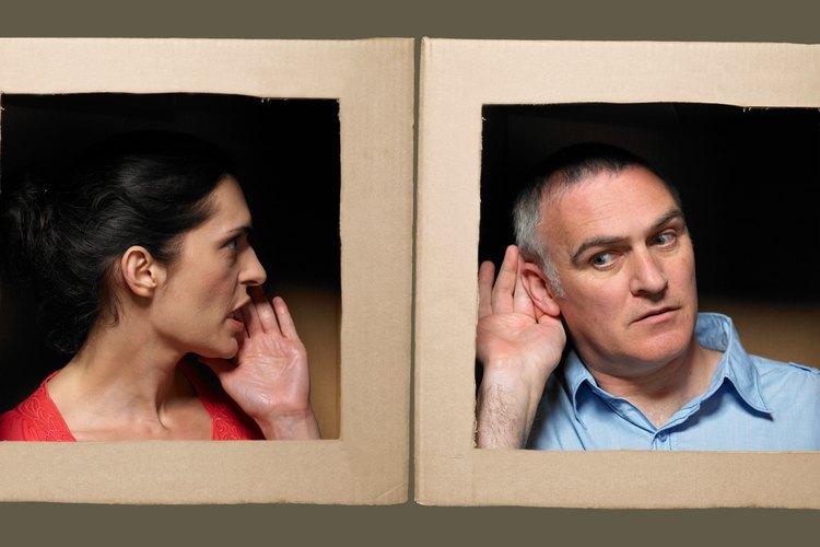 Gritar no suele ayudar para conectarse con hombres emocionalmente inaccesibles.