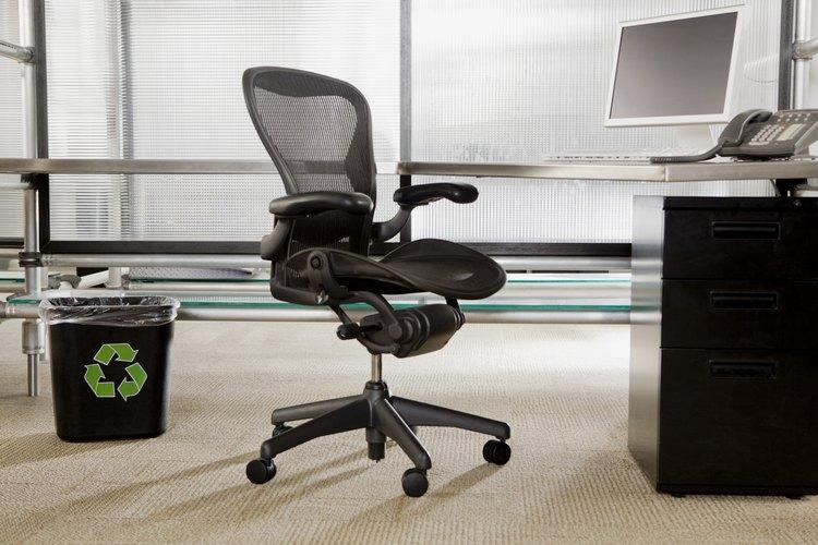 Las sillas ergonómicas son imprescindibles para una estación de trabajo segura y productiva.