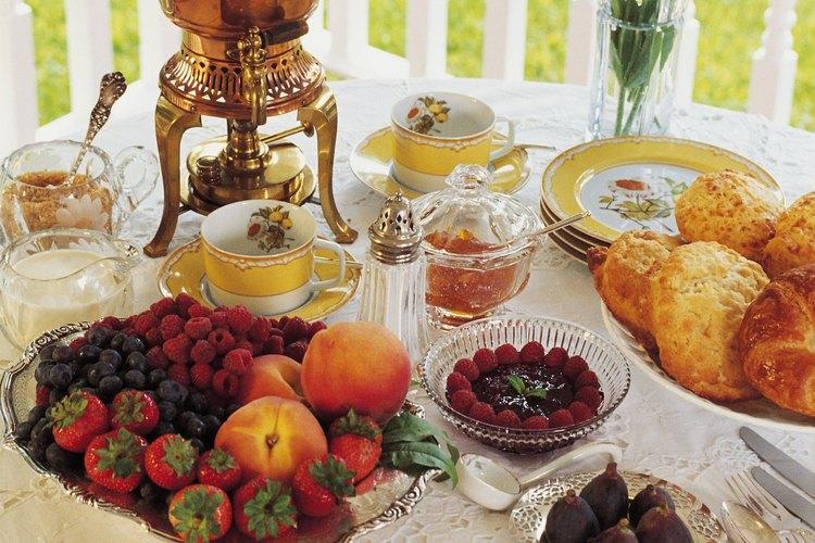 C mo crear un buffet de desayuno continental elegante for Dulce coffee studio