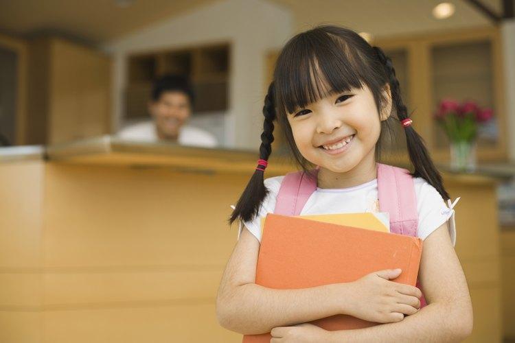 Las trenzas son una forma rápida de peinarte y alejar el cabello de la cara en un día escolar.