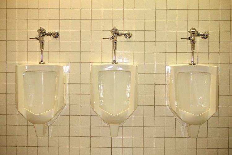 Los urinarios deben estar a la altura correcta para un uso apropiado.